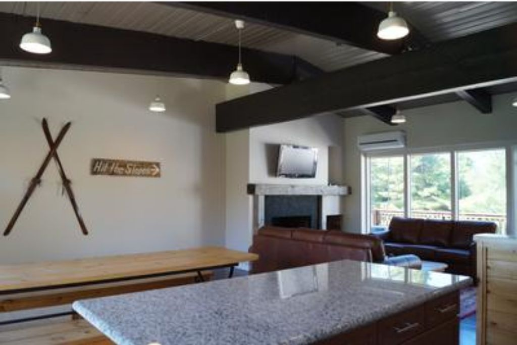 6 Bed Blue Mountain Chalet with Hot Tub #8C - Sleeps 16  photo 16993843