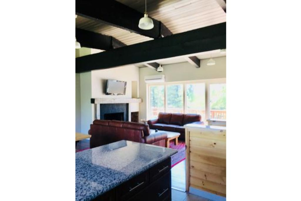 Apartment 6 Bed Blue Mountain Chalet with Hot Tub  8C - Sleeps 16  photo 16993855