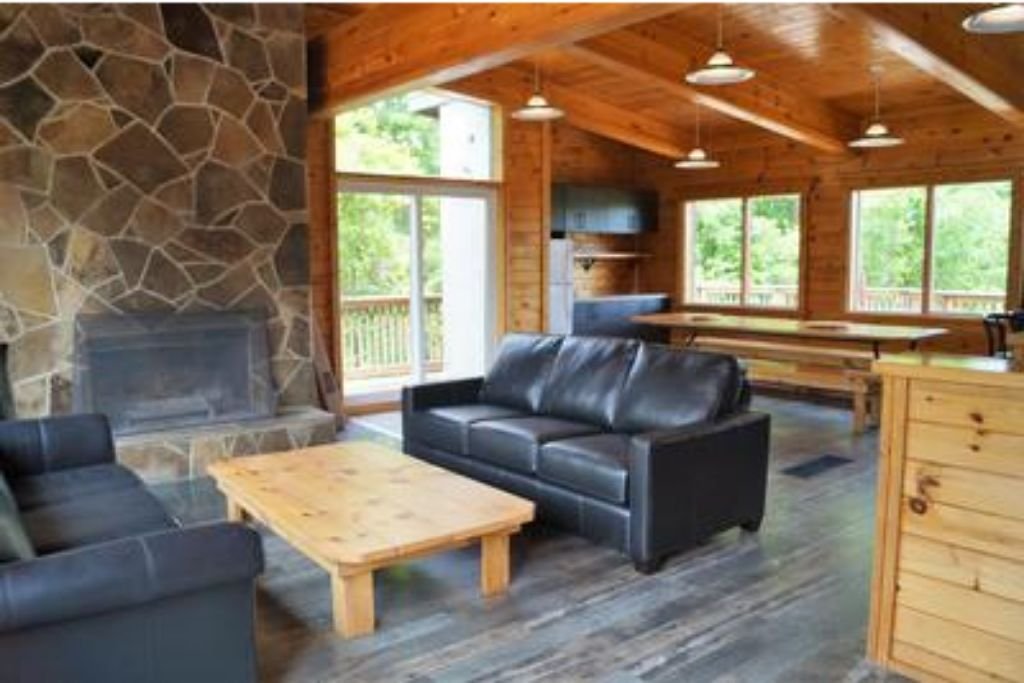 Apartment 6 Bed Blue Mountain Chalet with Hot Tub  8L - Sleeps 14  photo 19736792