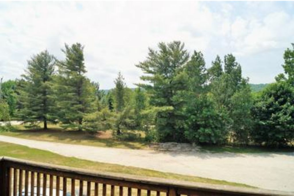 Apartment 6 Bed Blue Mountain Chalet with Hot Tub  8L - Sleeps 14  photo 20183654
