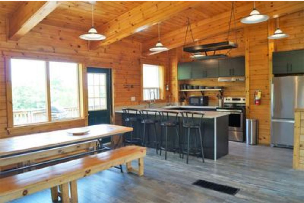 Apartment 6 Bed Blue Mountain Chalet with Hot Tub  8L - Sleeps 14  photo 20305912