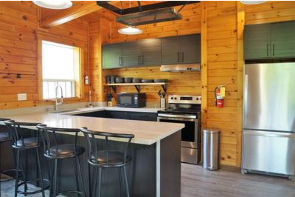 Apartment 6 Bed Blue Mountain Chalet with Hot Tub  8L - Sleeps 14  photo 20033264