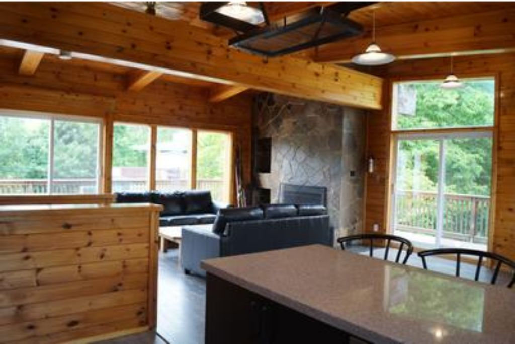 Apartment 6 Bed Blue Mountain Chalet with Hot Tub  8L - Sleeps 14  photo 20305916