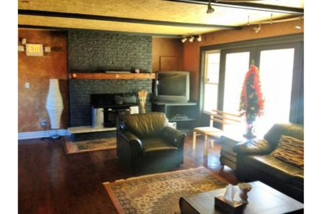 3 Bed Blue Mountain Cottage with Sauna & Hot Tub - Sleeps 10 photo 20301434