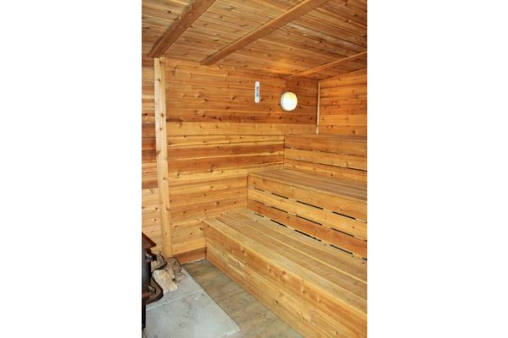Apartment 3 Bed Blue Mountain Cottage with Sauna   Hot Tub - Sleeps 10 photo 20301450
