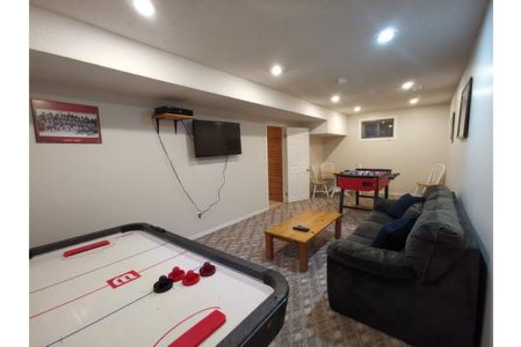 5 Bed Blue Mountain Chalet with Hot Tub #159 - Sleeps 14 photo 15989664