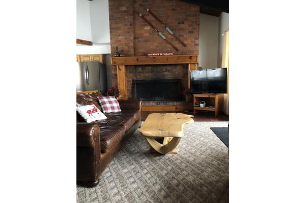 Apartment 8 Bed Blue Mountain Chalet with Hot Tub   Sauna  216 - Sleeps 20 photo 20293662