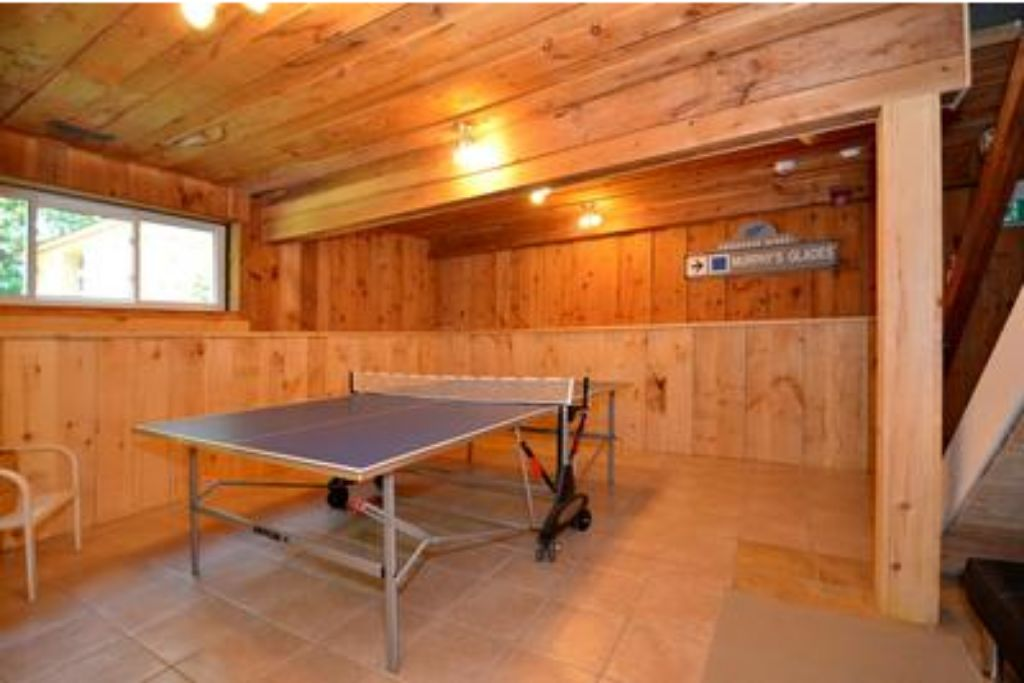 Apartment 9 Bed Blue Mountain Chalet with Hot Tub  214 - Sleeps 20 photo 20410536
