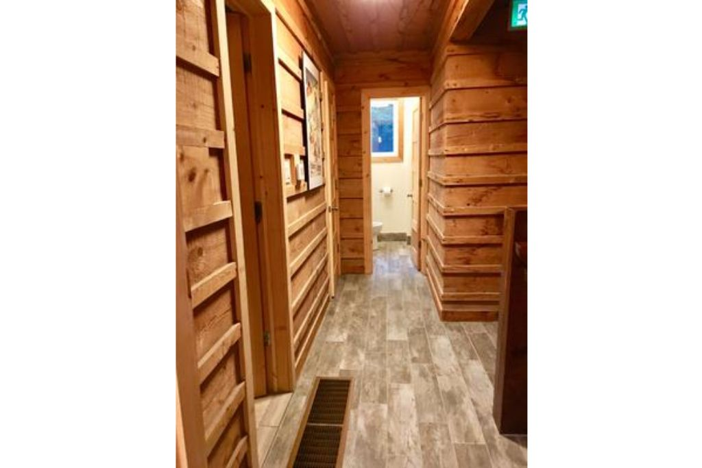Apartment 9 Bed Blue Mountain Chalet with Hot Tub  214 - Sleeps 20 photo 20293485