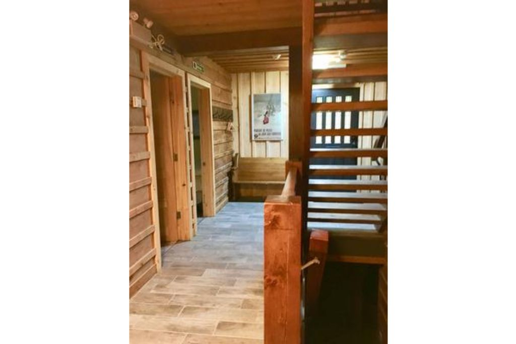 Apartment 9 Bed Blue Mountain Chalet with Hot Tub  214 - Sleeps 20 photo 20410540