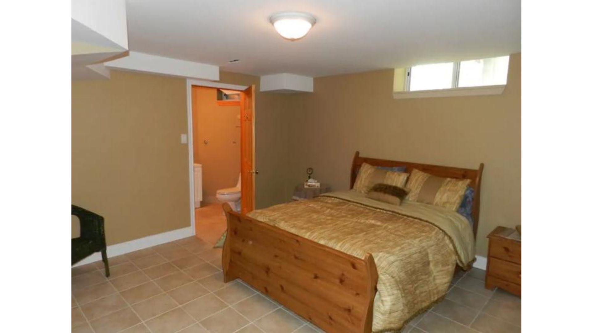 Apartment Fantastic 5 Bed Blue Mountain Chalet - Steps to Skiing   Shopping - Sleeps 14 photo 20446098