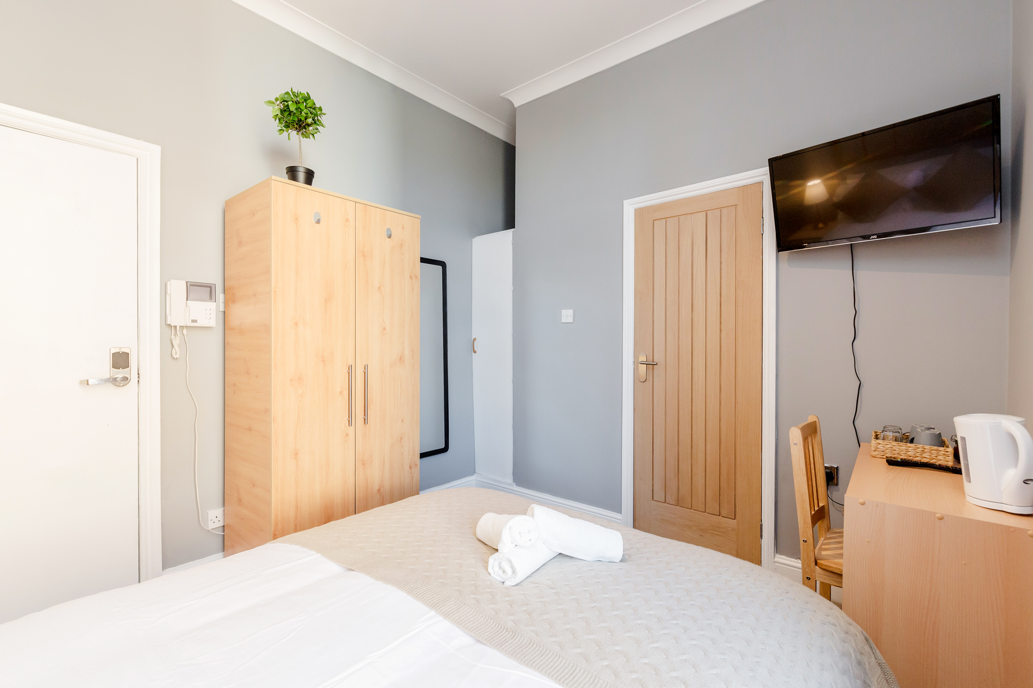 Stylish Big double room with private bathroom just minutes away from Aldgate photo 20317258