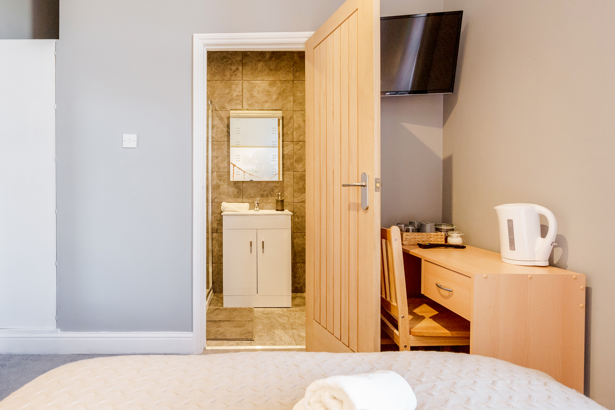 Stylish Big double room with private bathroom just minutes away from Aldgate photo 20466941