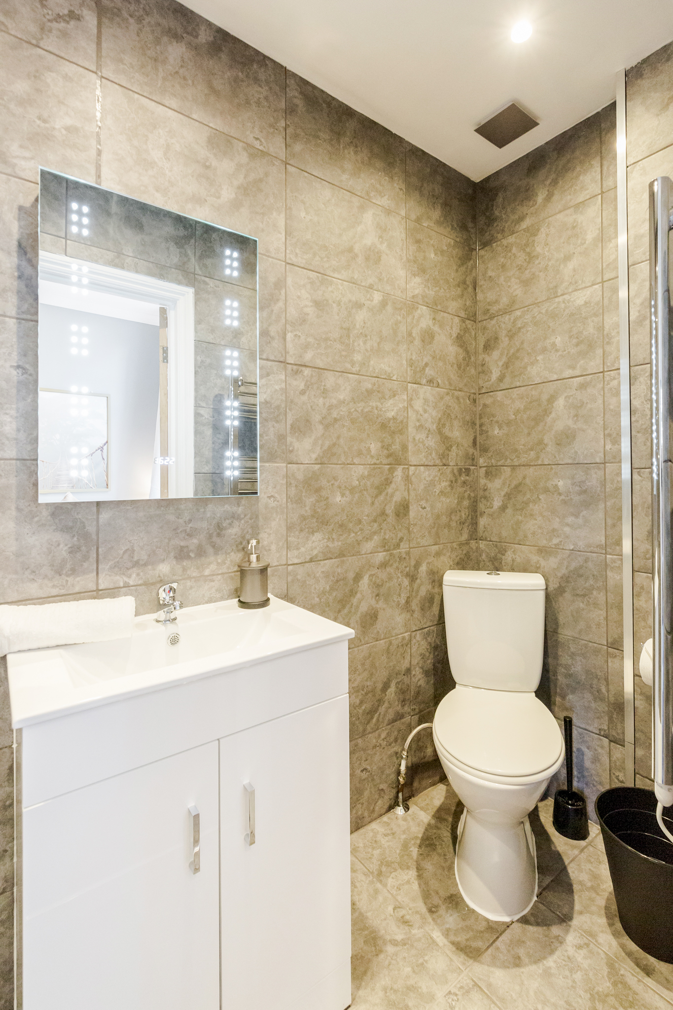 Stylish Big double room with private bathroom just minutes away from Aldgate photo 8432110