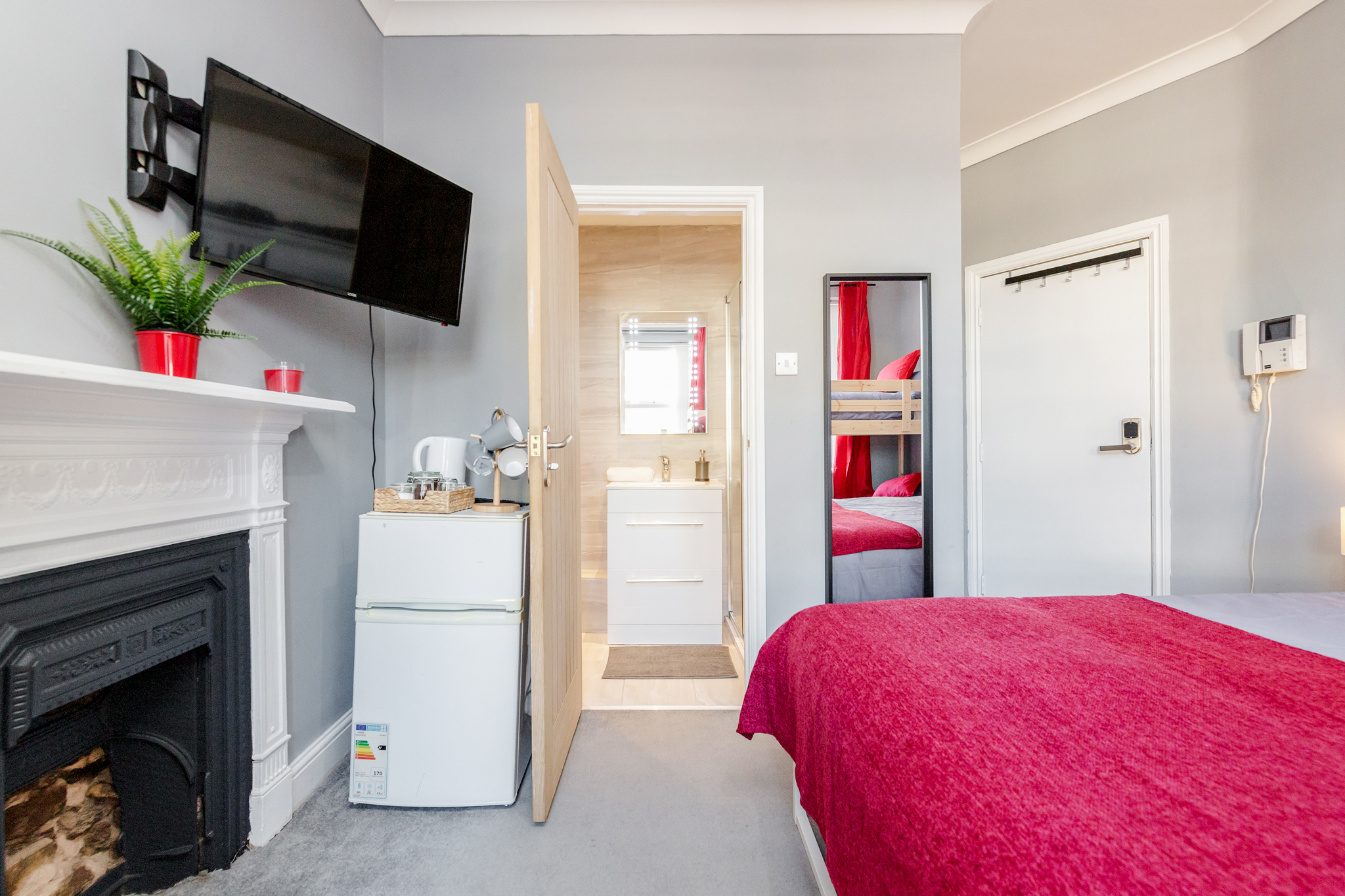 Modern quadruple room with private bathroom just minutes away from Aldgate photo 20472834