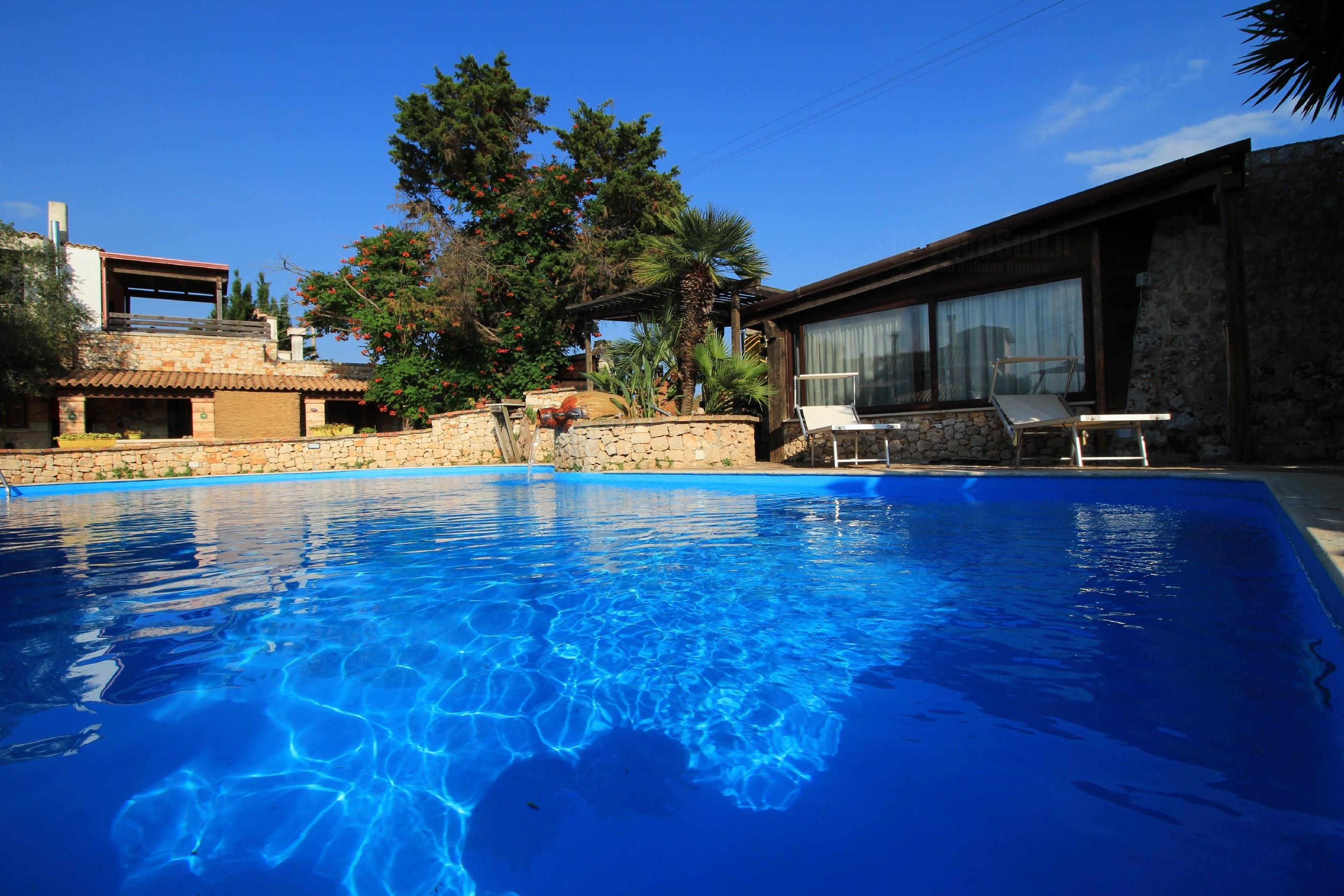 Merlo Trullo con piscina photo 20112686