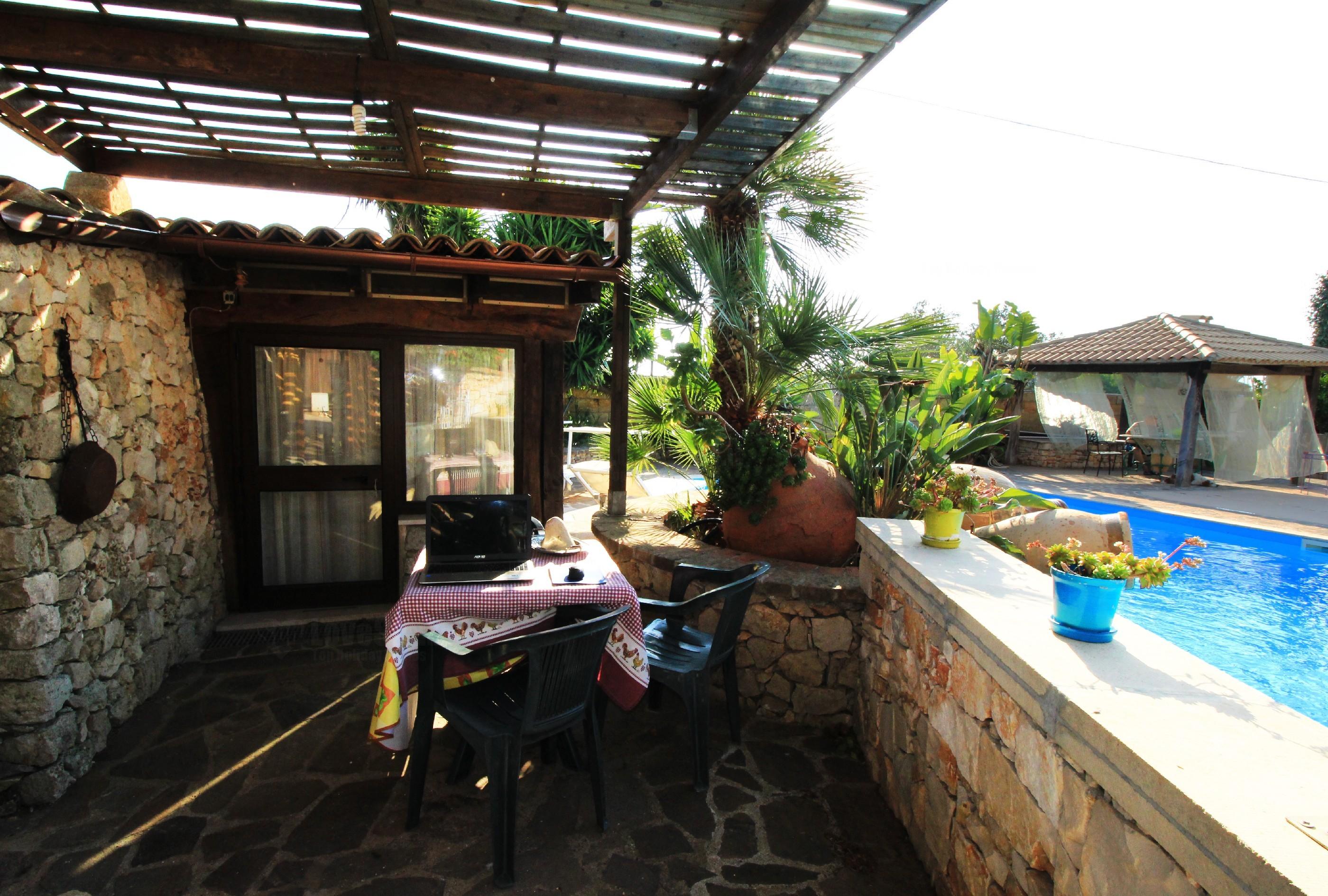 Merlo Trullo con piscina photo 20112682