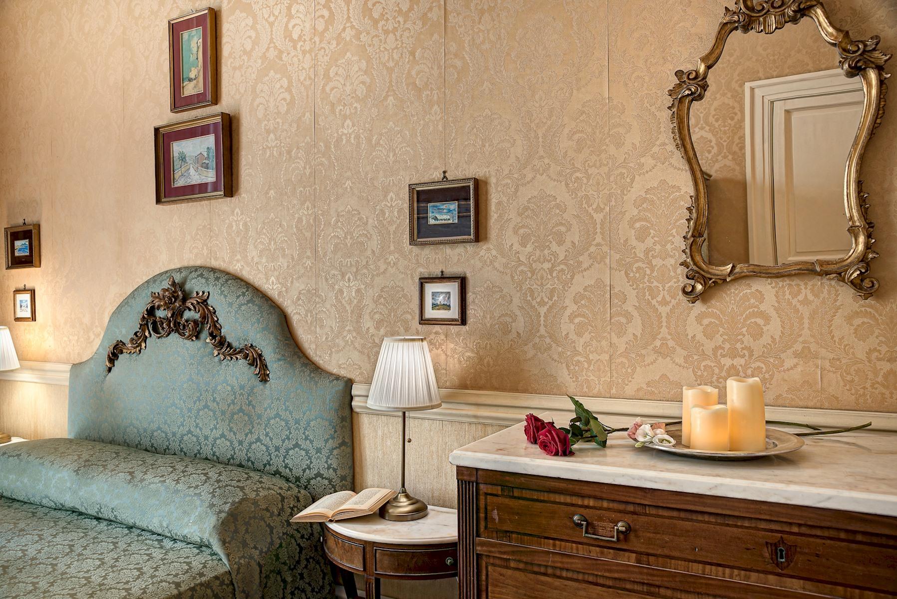 Arthouse - Lady Mary's Tribunali Luxury Suite - Naples Historical Centre photo 19172925