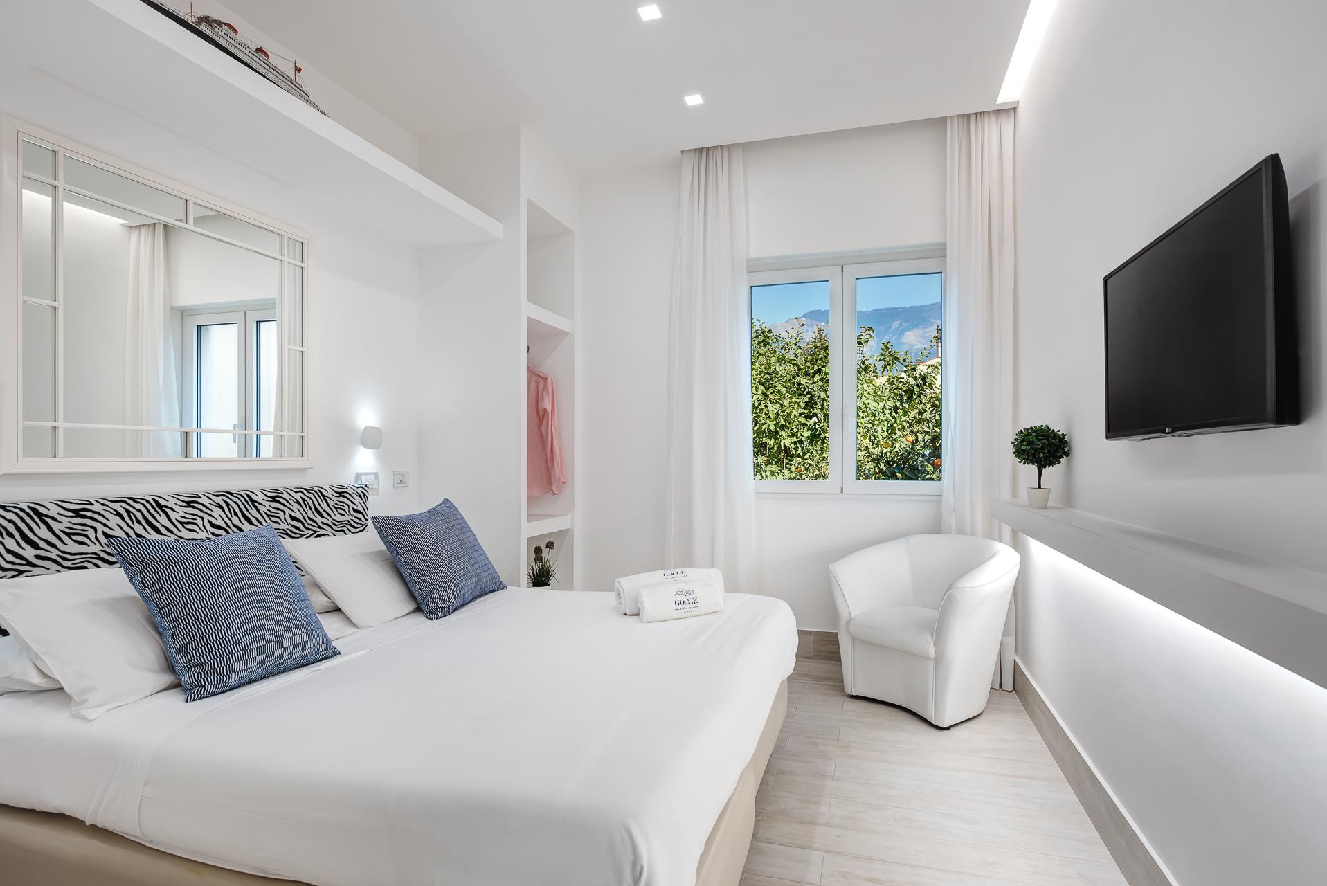 El Royale Suites Sorrento - Blanco photo 15871369