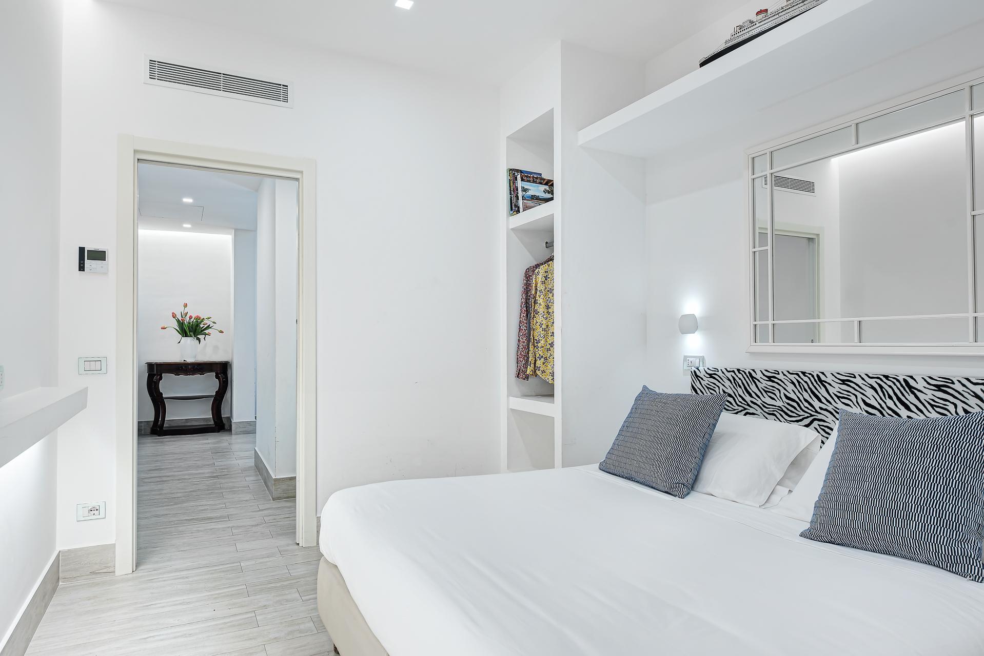 El Royale Suites Sorrento - Blanco photo 16116791