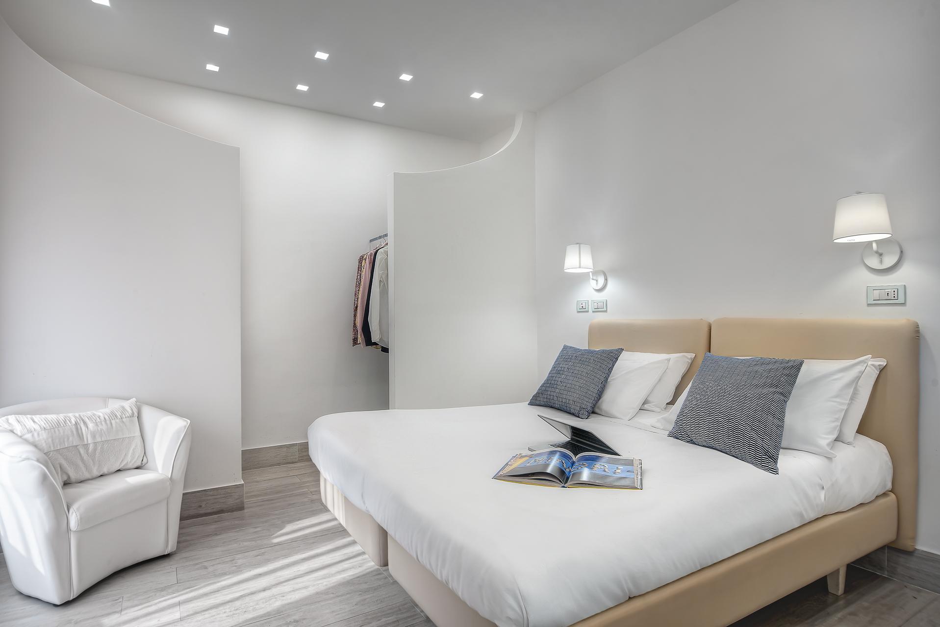 El Royale Suites Sorrento - Blanco photo 16141736