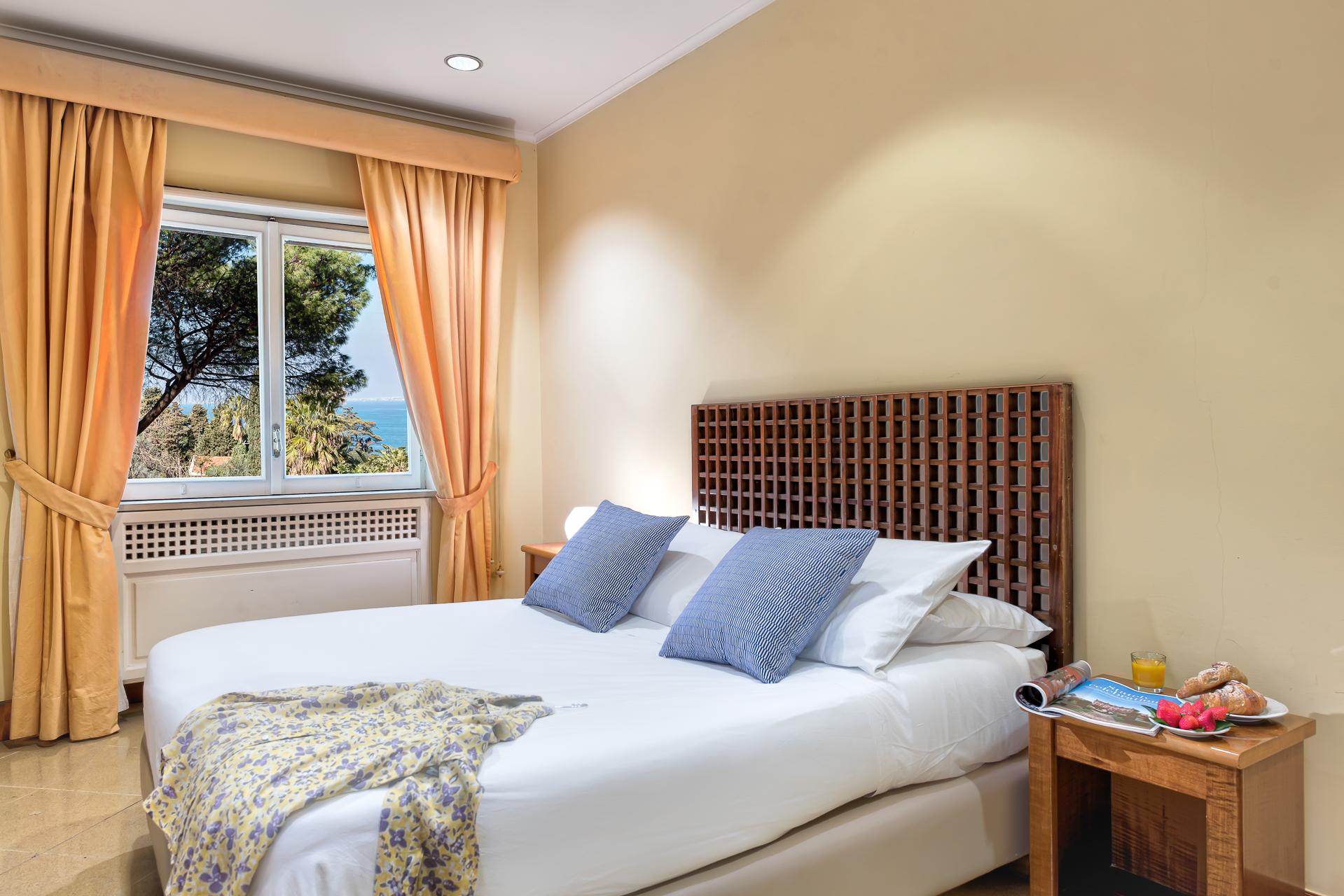 El Royale Suites Sorrento - Gold photo 10498930