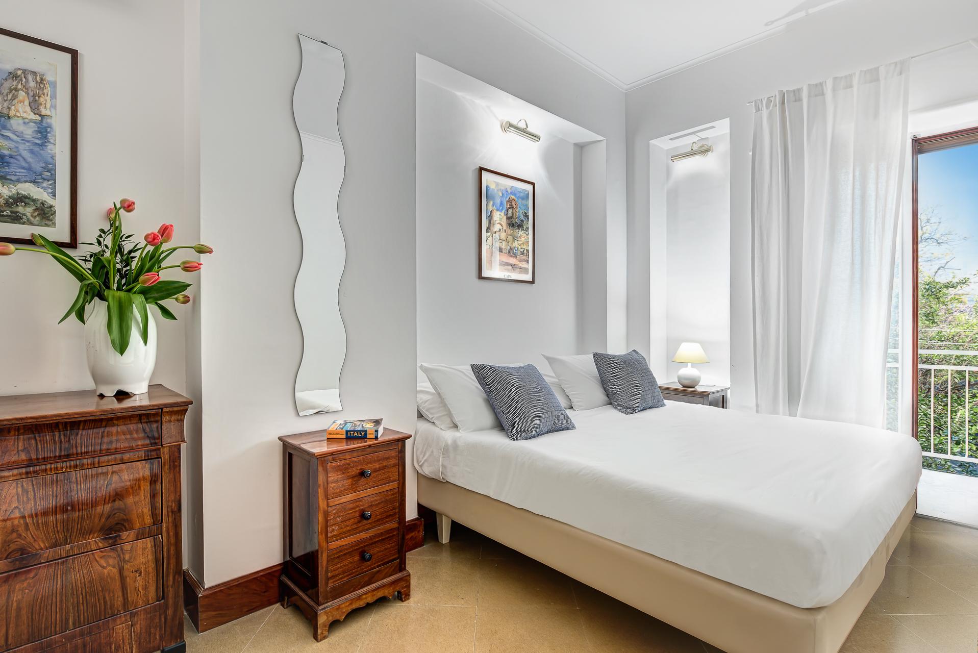 El Royale Suites Sorrento - Gold photo 20410546