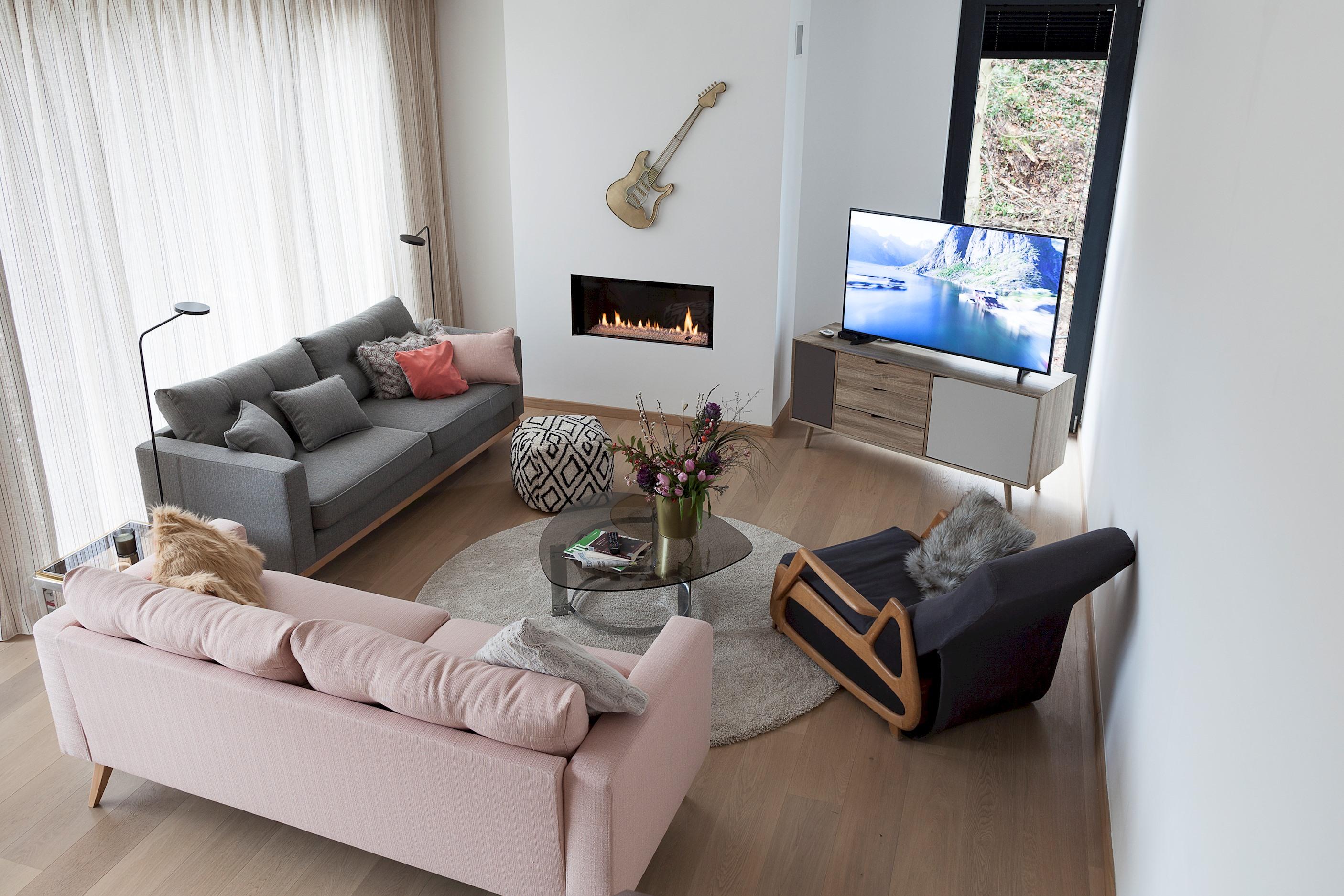 Unit 2 - Modern Smart Home Duplex with free Parking 2