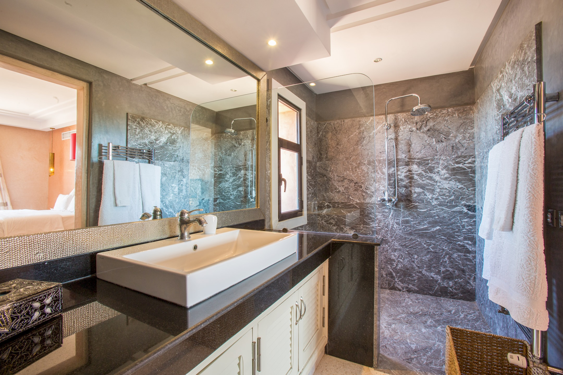 Apartment VILLA KOUTOUBIA - PISCINE CHAUFFEE  HAMMAM  JACUZZI  PETIT-DEJEUNER A MARRAKECH photo 20295931