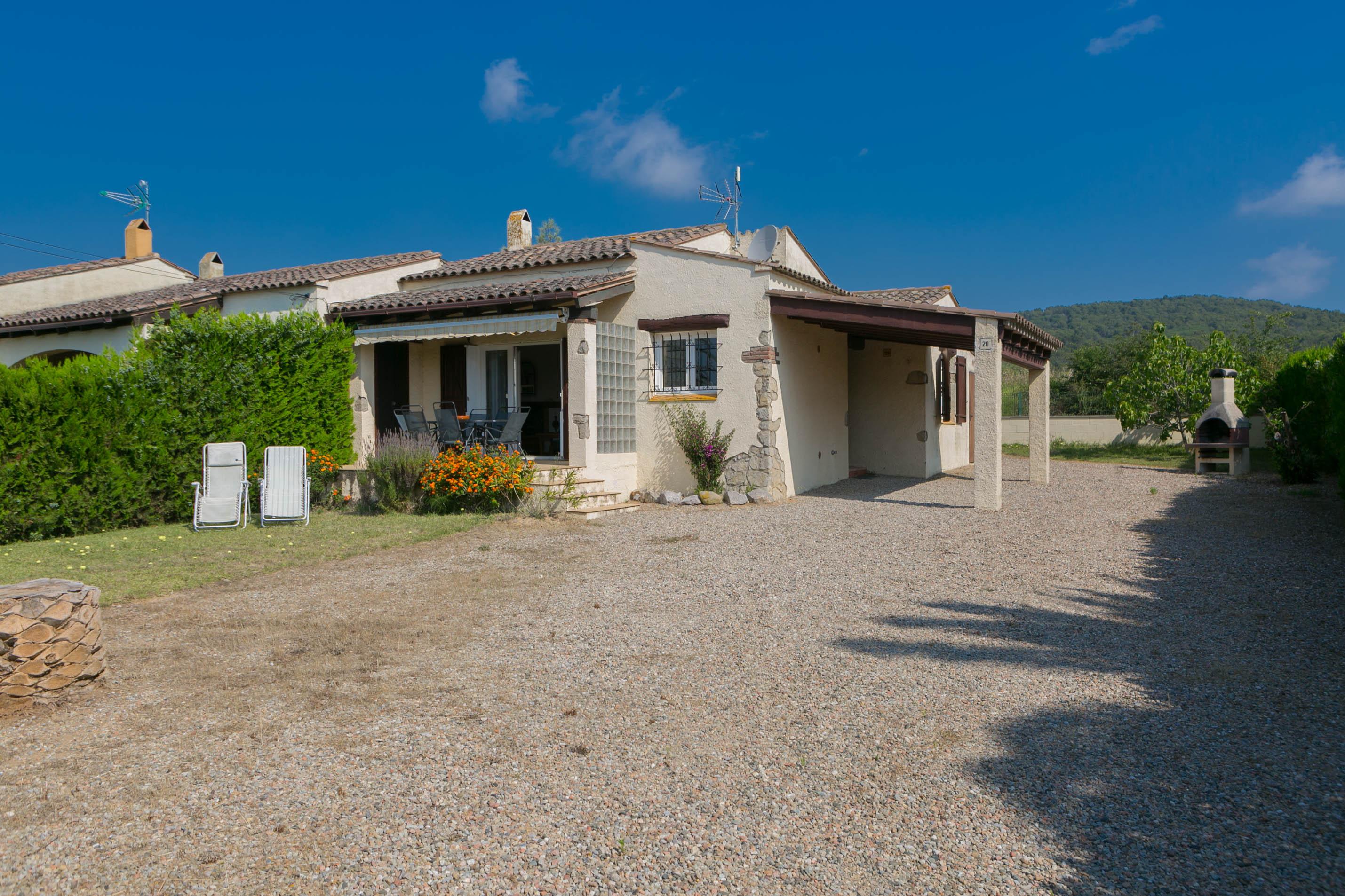 2 bedroom semi-detached house in Urb. Torre Gran, L'Estartit. Garden and community pool (Ref:H38) 2