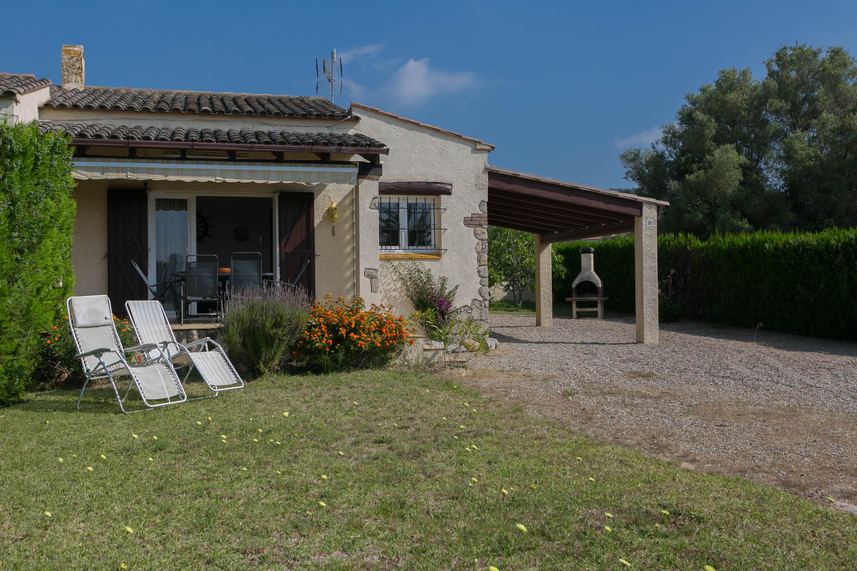 2 bedroom semi-detached house in Urb. Torre Gran, L'Estartit. Garden and community pool (Ref:H38) 1