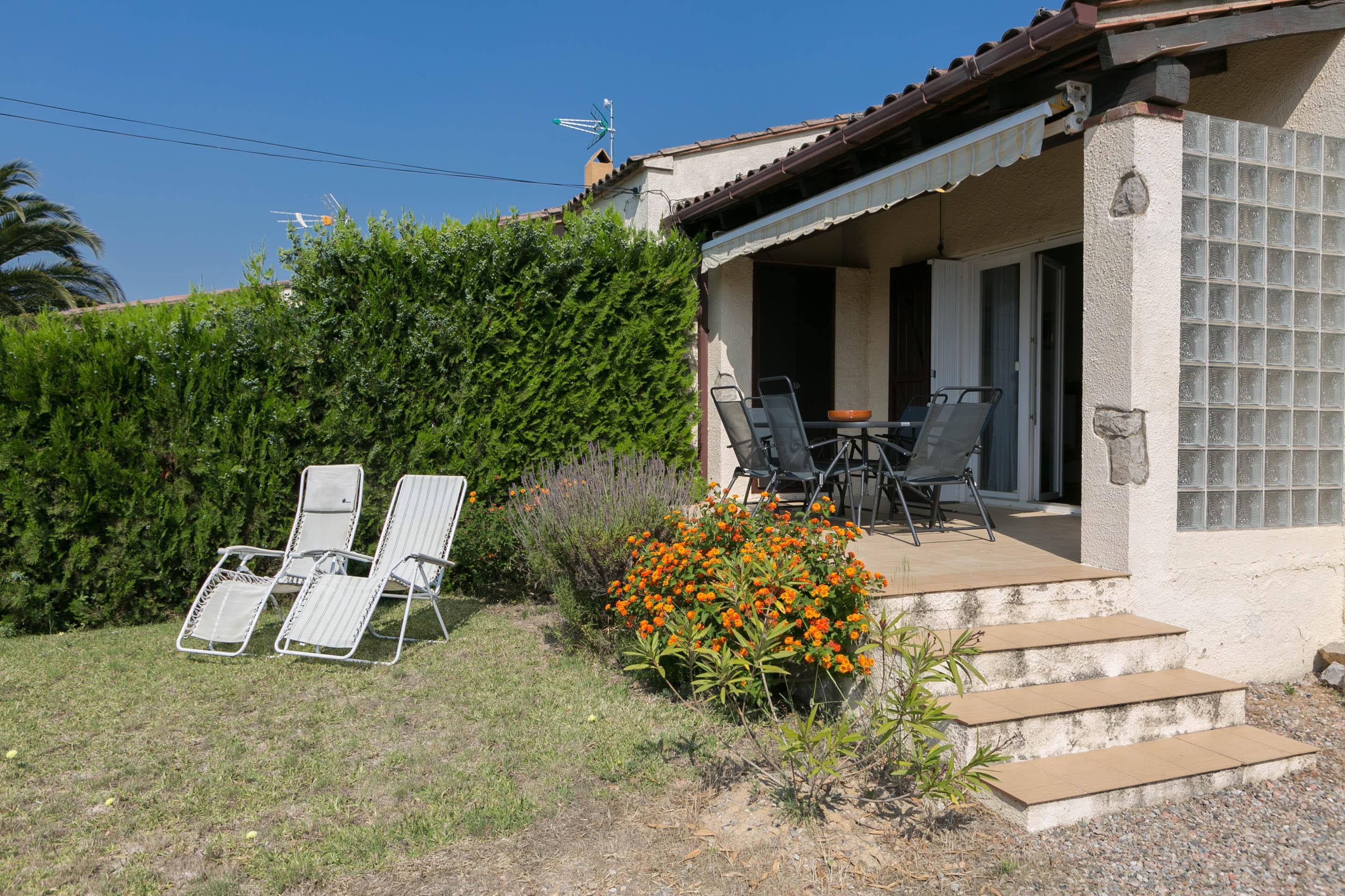 2 bedroom semi-detached house in Urb. Torre Gran, L'Estartit. Garden and community pool (Ref:H38) 3