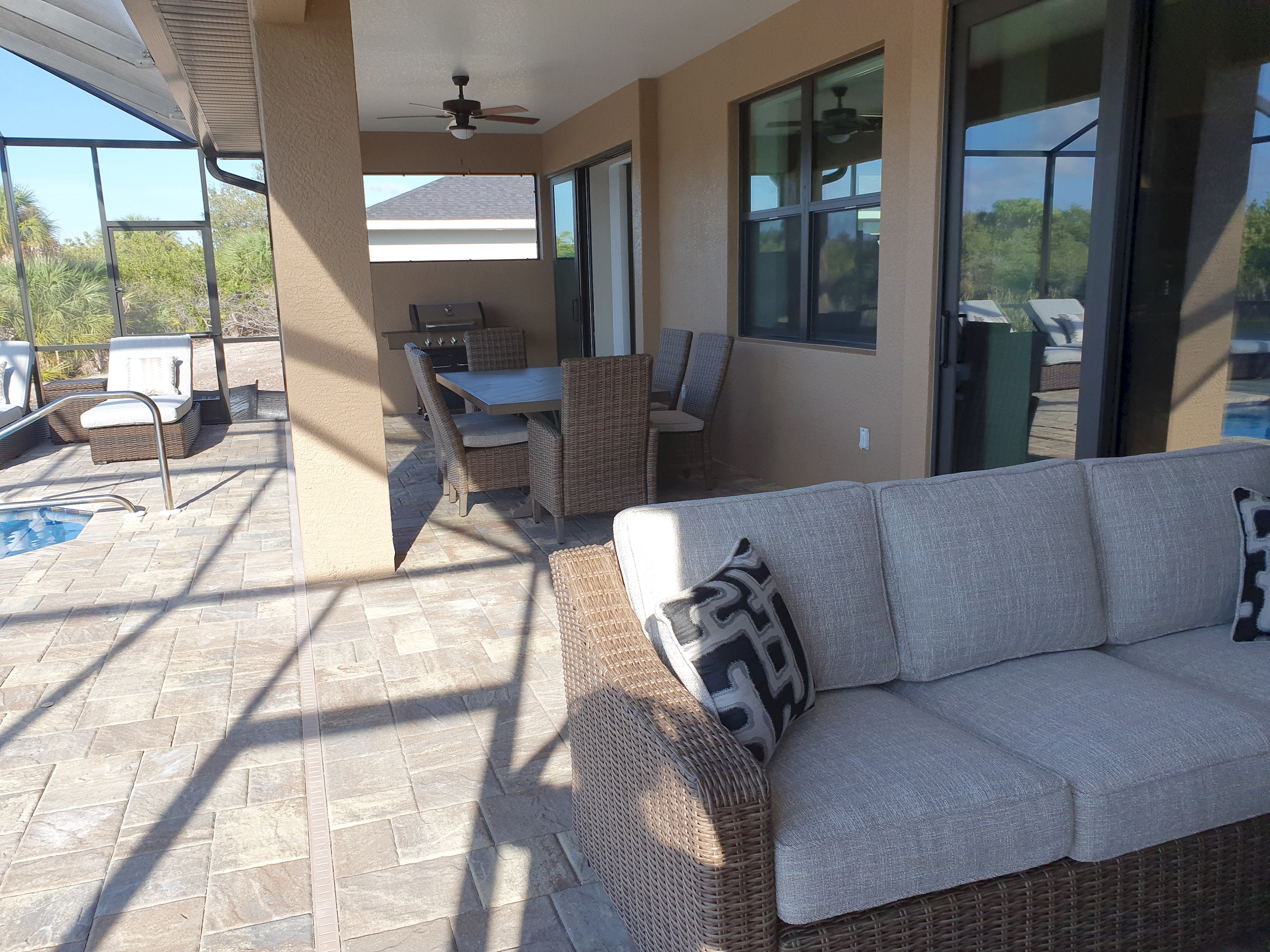 Stunning BRAND NEW 3 bed home, fabulous pool overlooking river,  photo 25100531