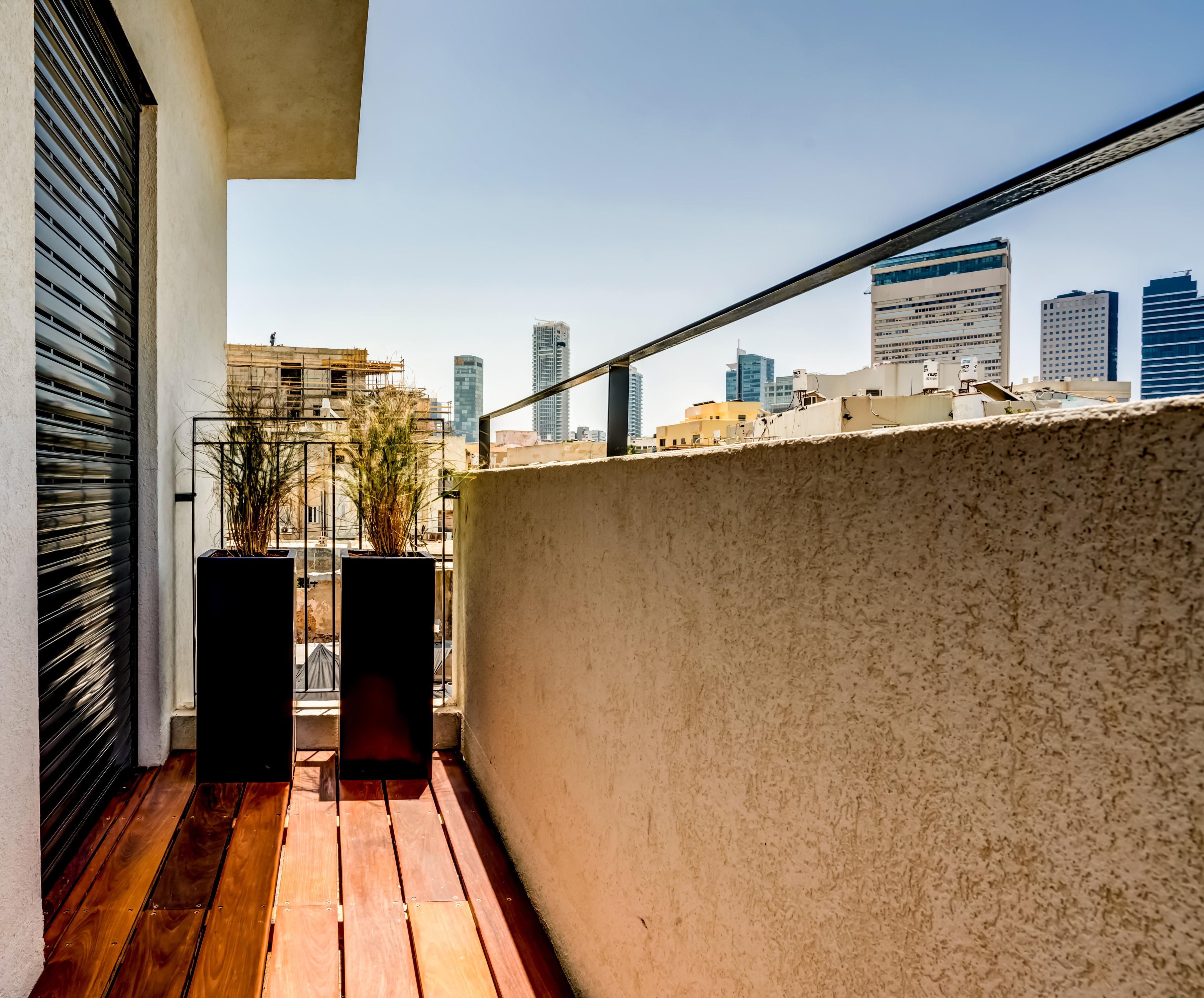 Three Bedroom Apartment With Balcony photo 19316120