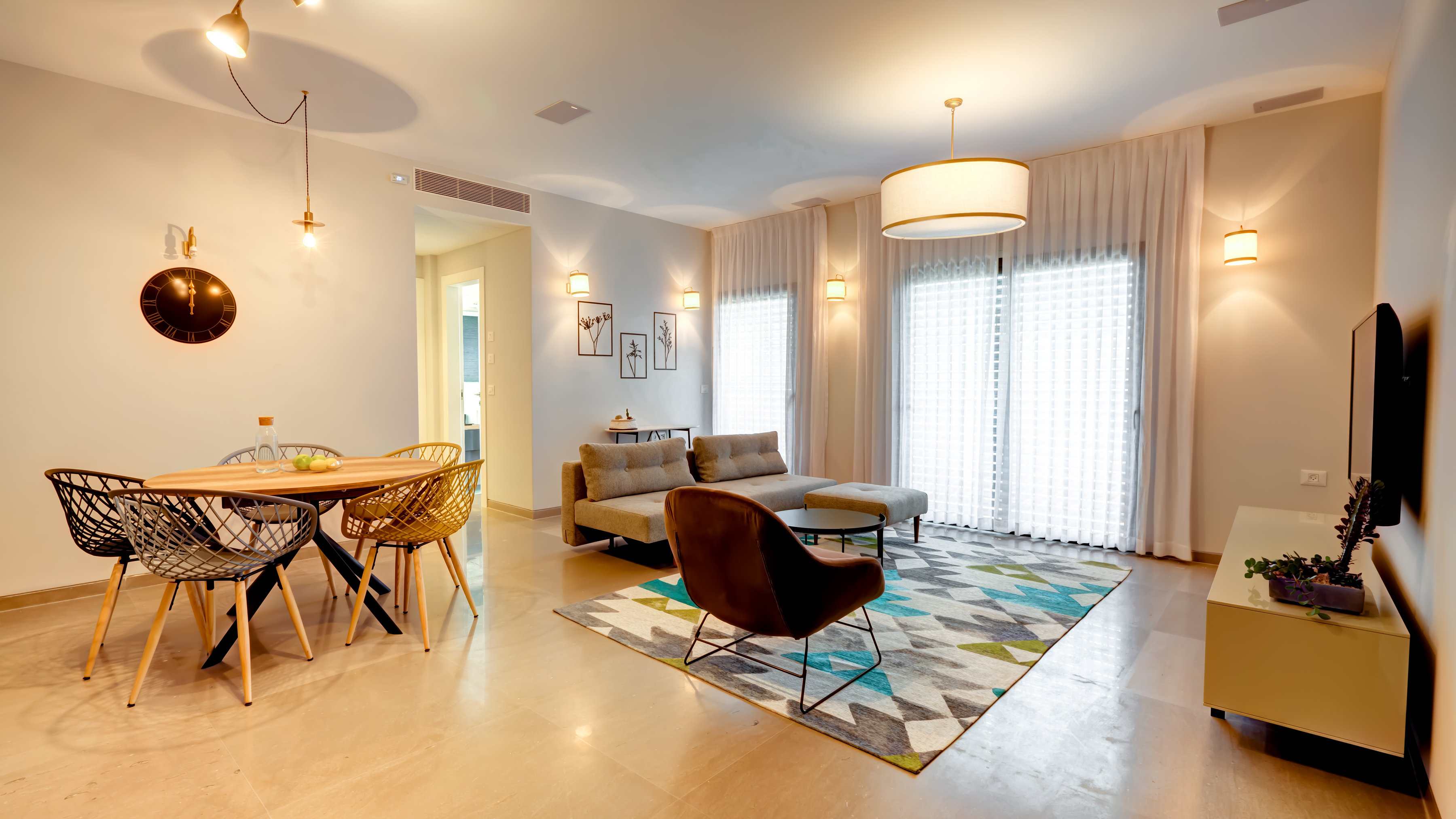 Four Bedroom Apartment With Balcony photo 18961568