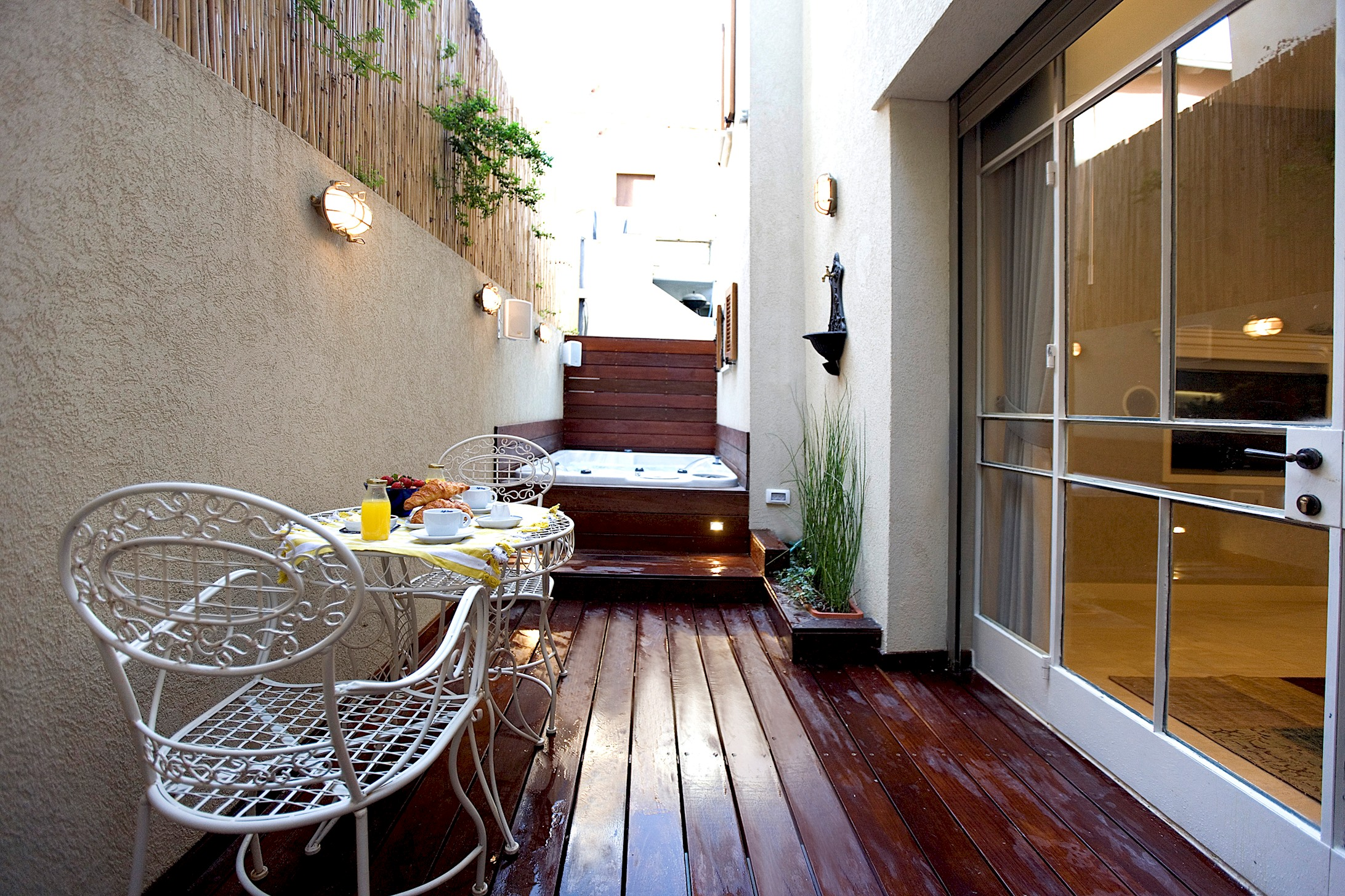 Apartment Two Bedroom Apartment with Exterior Hot Tub photo 20666014