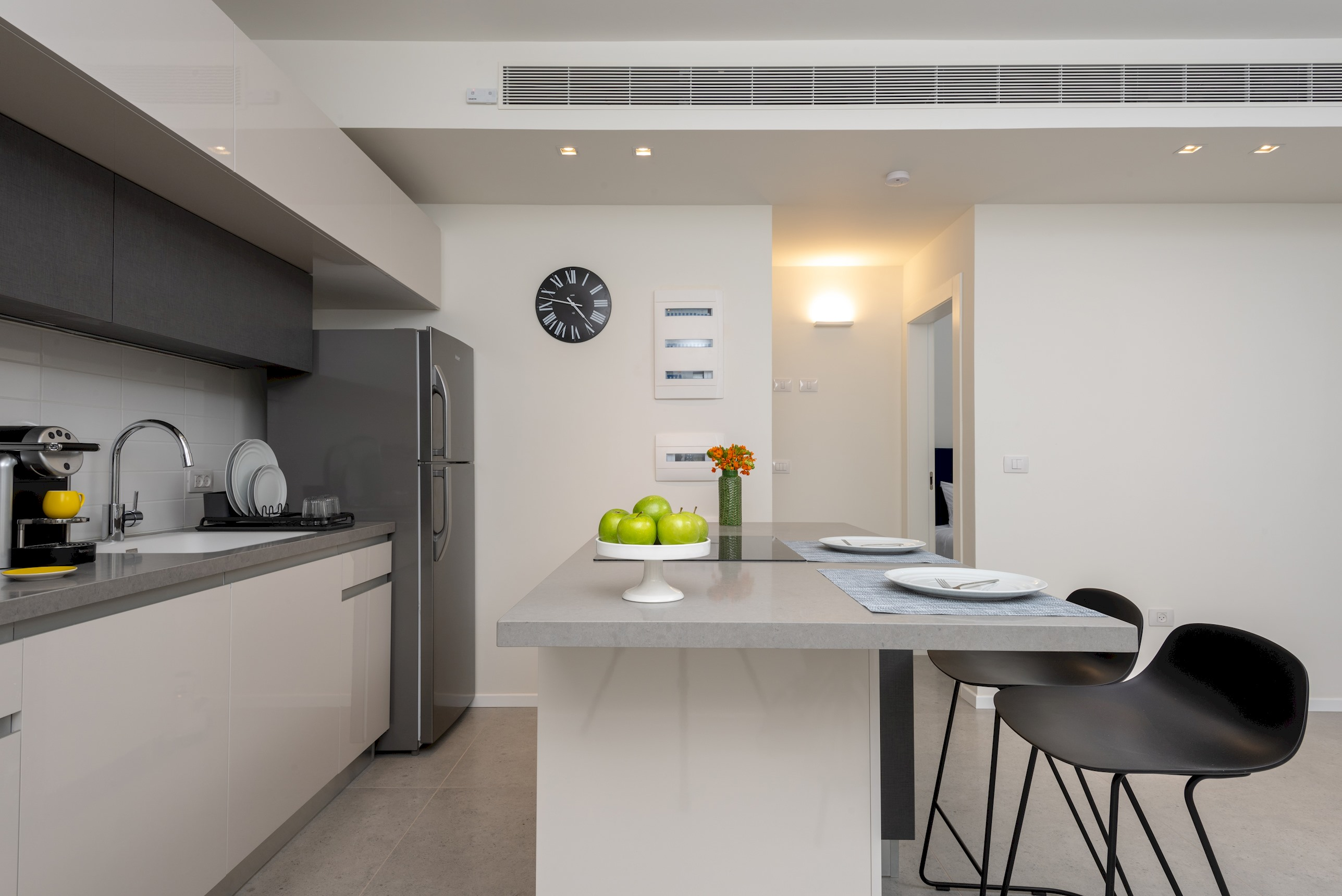One Bedroom Apartment with Balcony photo 18455064