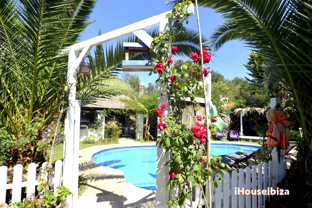 Villa Eden, piscina privada, chilout.  photo 18455635