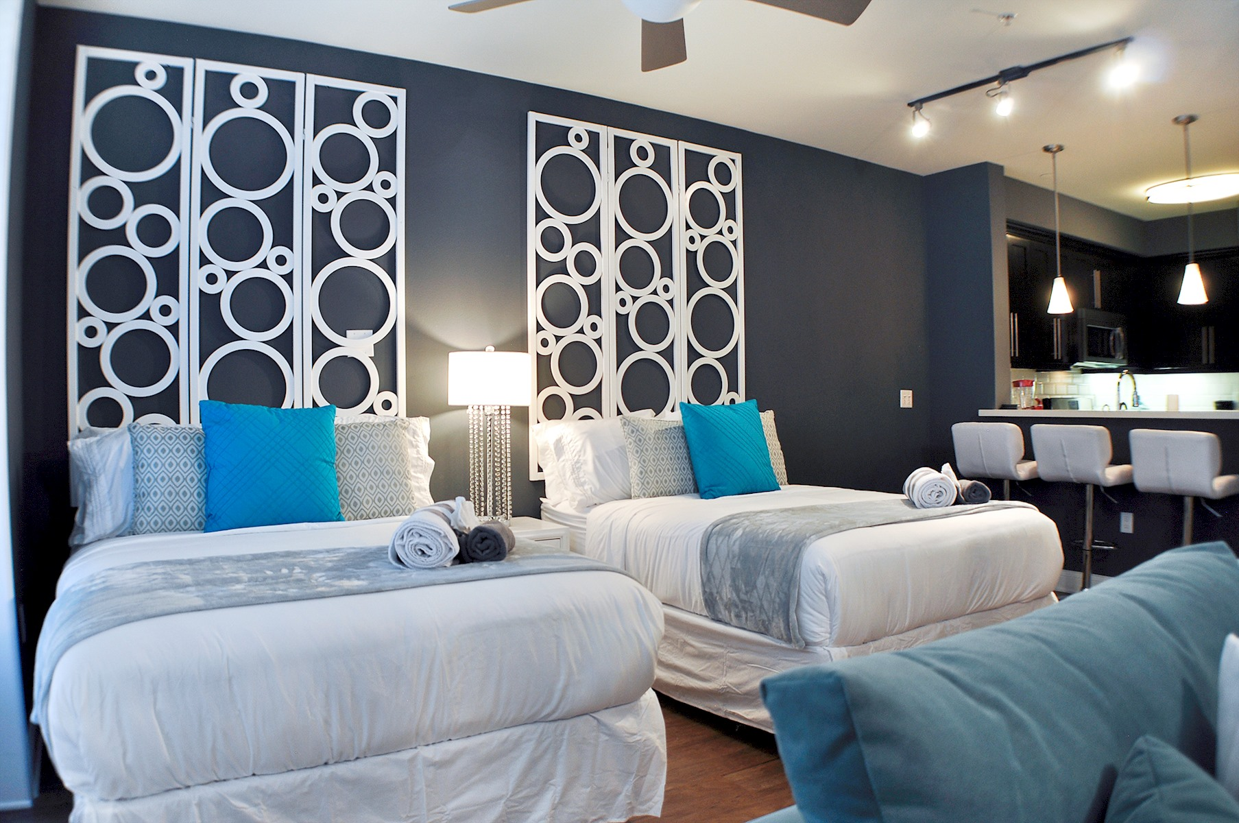 103 · Luxury Hollywood 4 beds Studio + pool free parking photo 20388224