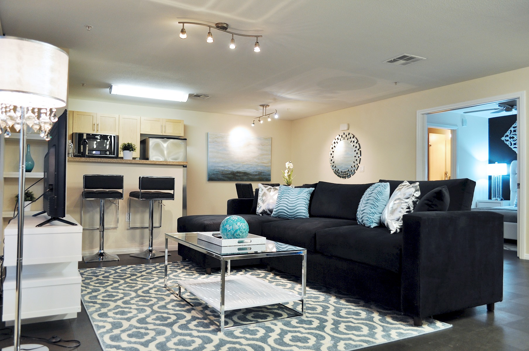 Apartment 201    VIP HEART OF HOLLYWOOD 5 Beds plus Pool  1  Change listing photo 17084380