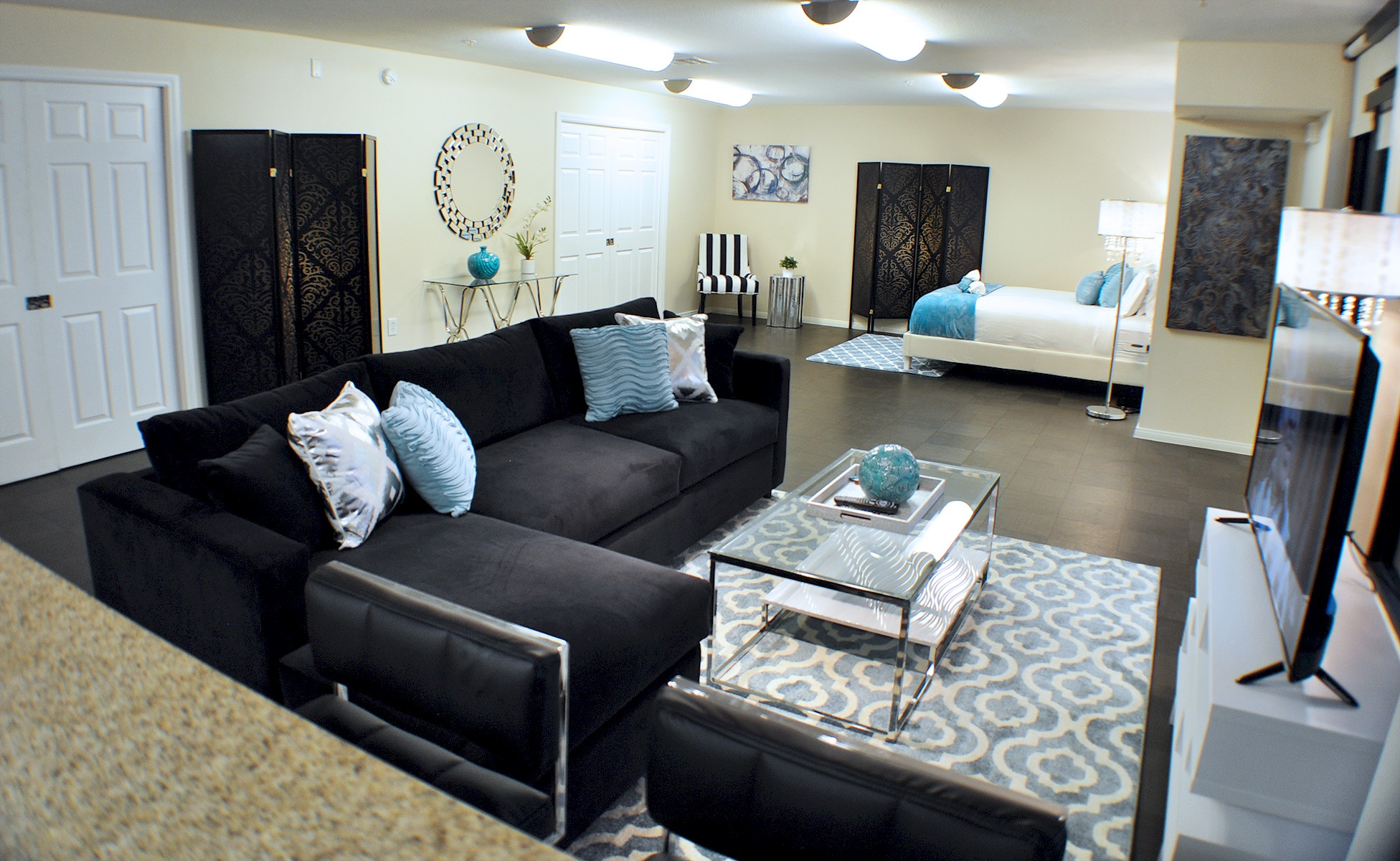 Apartment 201    VIP HEART OF HOLLYWOOD 5 Beds plus Pool  1  Change listing photo 16994732