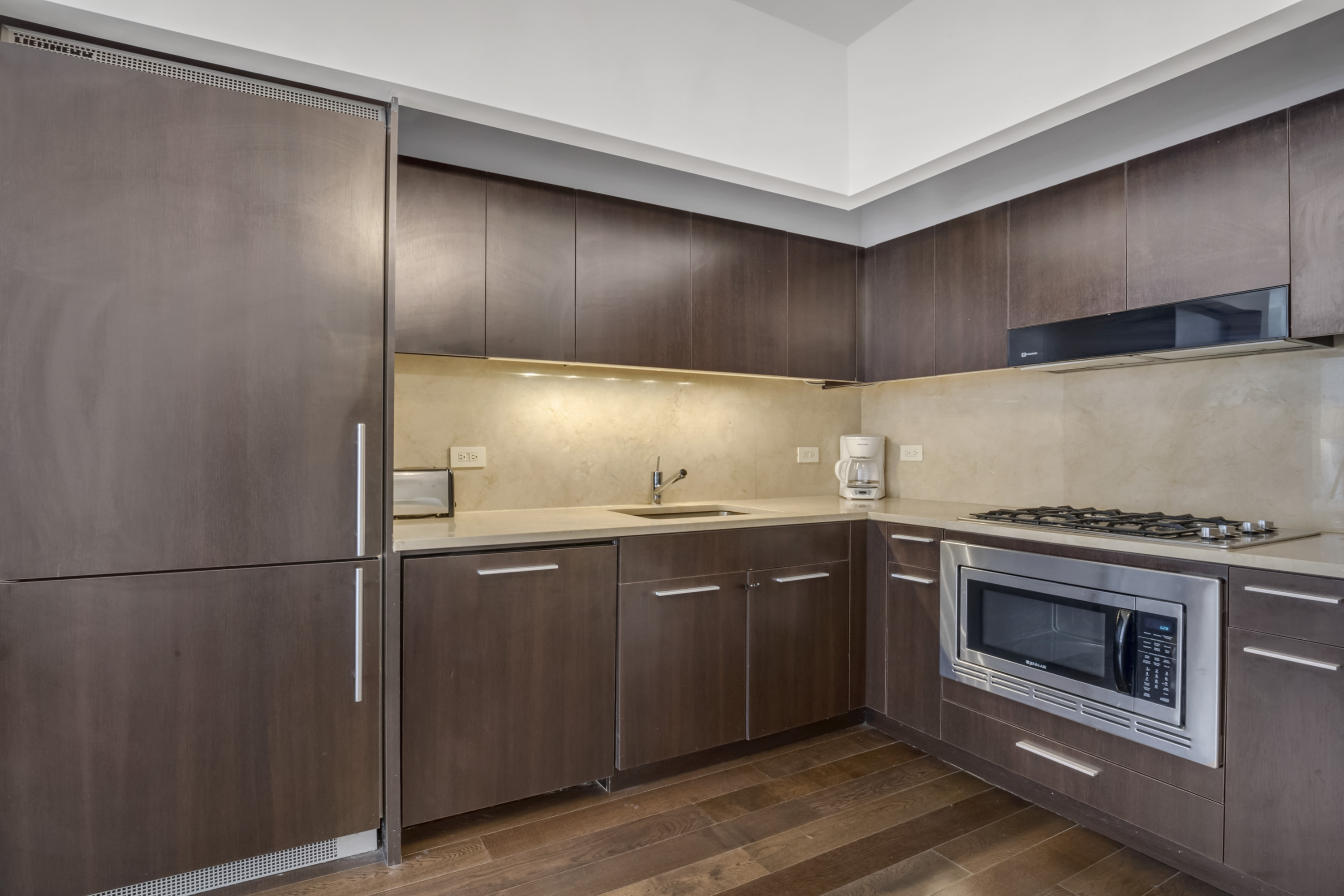 Apartment 201    VIP HEART OF HOLLYWOOD 5 Beds plus Pool  1  Change listing photo 16762116