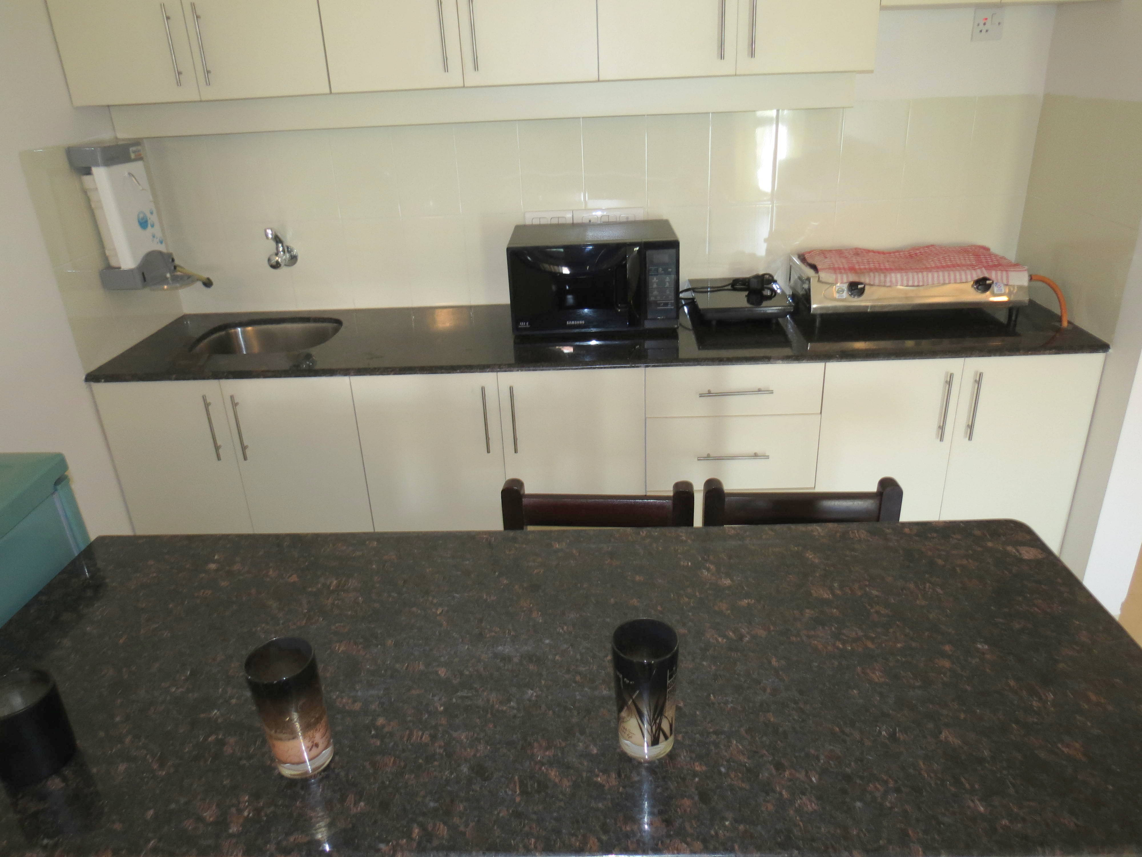 Apartment 04  Spacious luxurious 2 bedroom serviced apartment    WiFi photo 18376275
