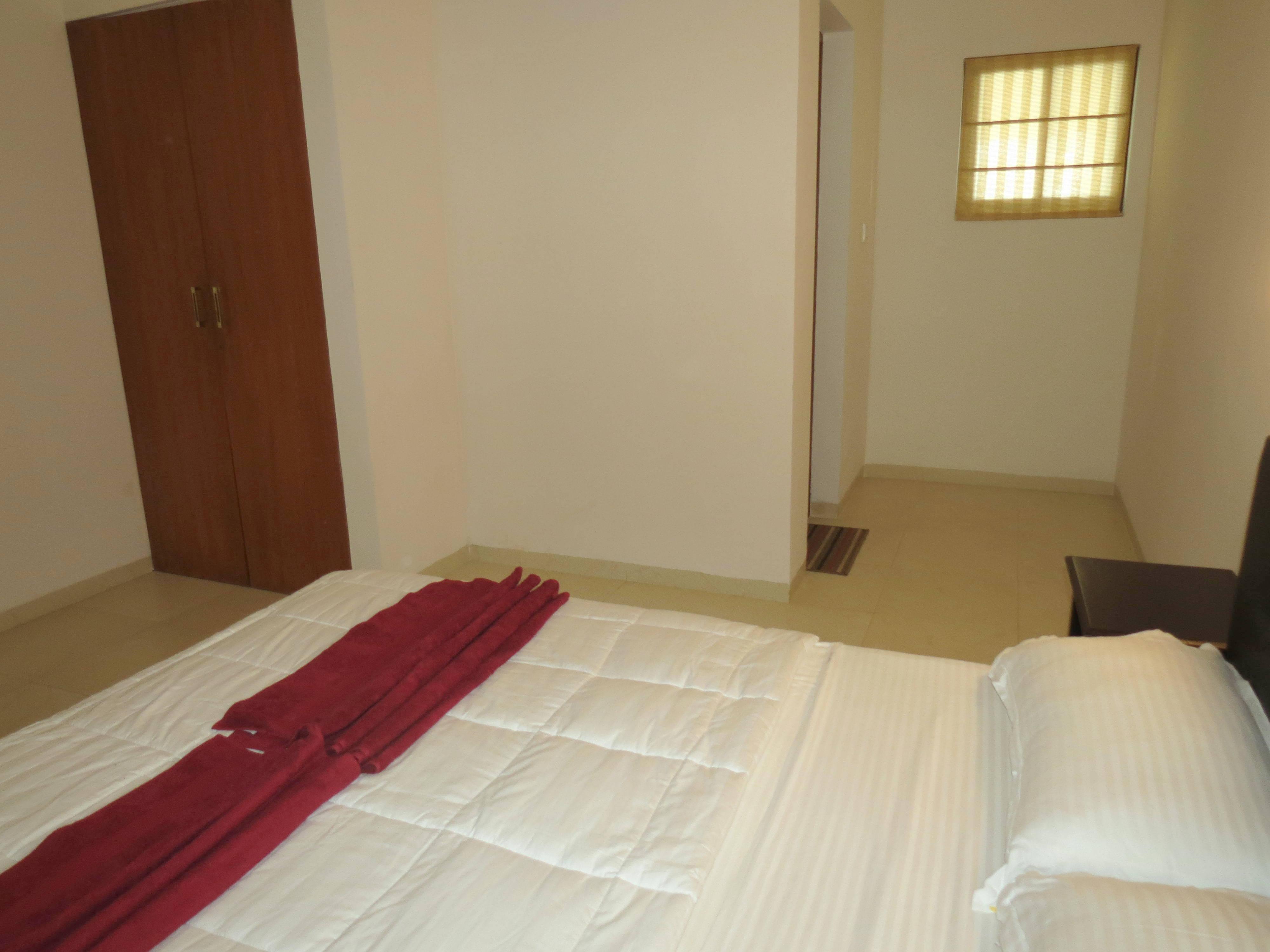 Apartment 04  Spacious luxurious 2 bedroom serviced apartment    WiFi photo 20160135