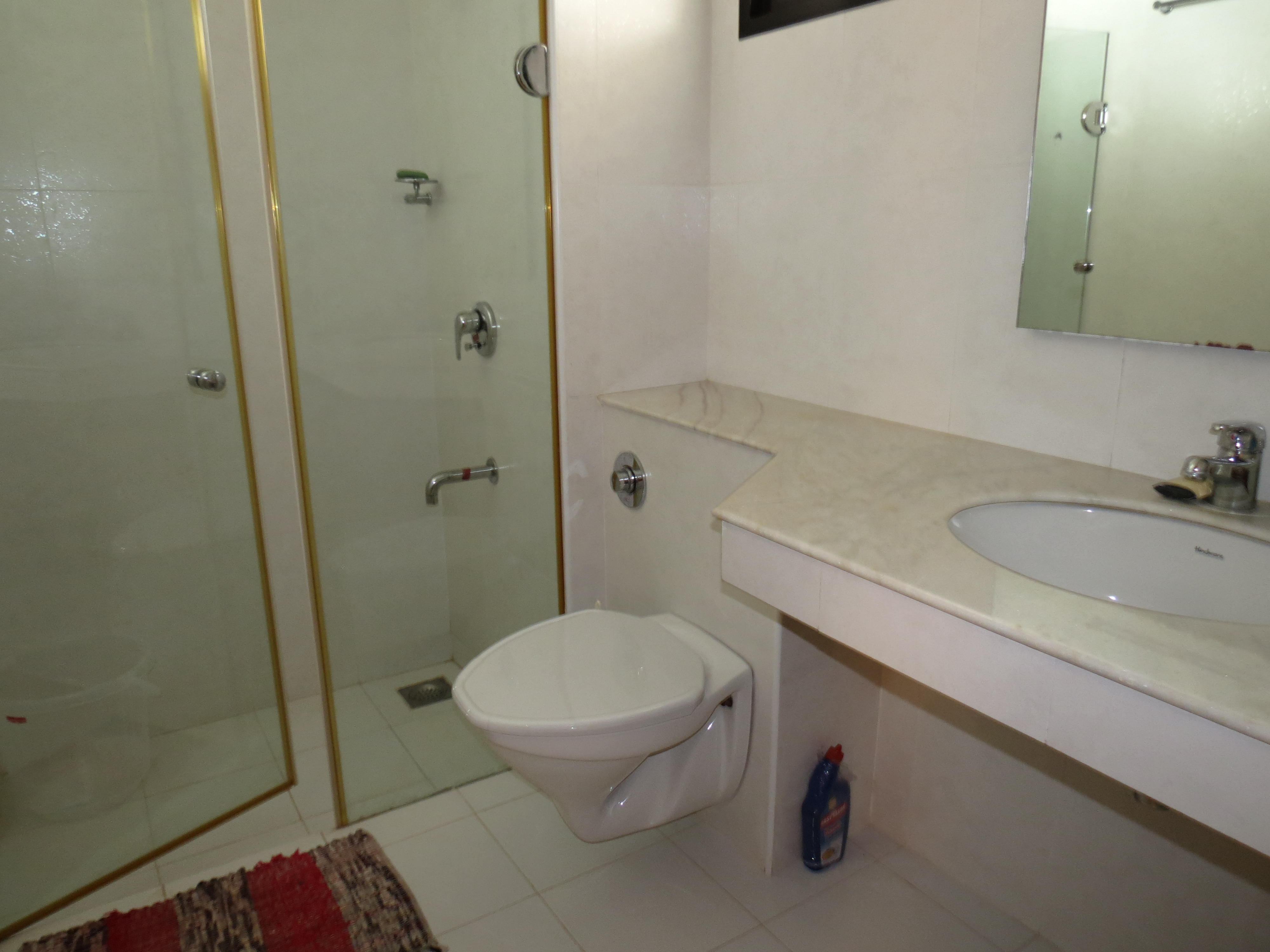 Apartment 04  Spacious luxurious 2 bedroom serviced apartment    WiFi photo 18376295