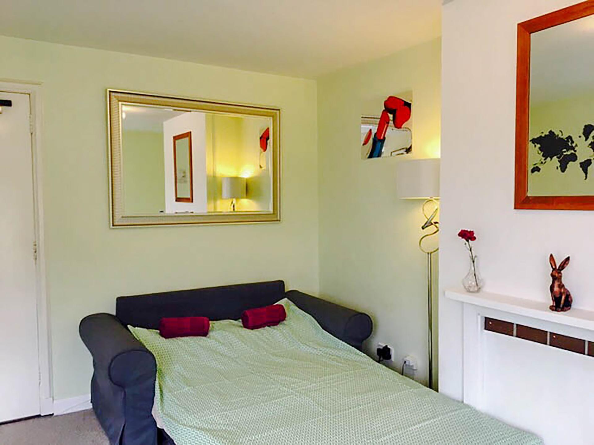 Pleasence · Spacious & Beautiful Edinburgh Old Town Apartment photo 16470313